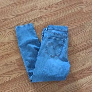 Ankle length distressed light wash Levi's